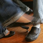 BodyLanguageProjectCom - Foot Kicking Or Jiggling Or Leg Kick Response